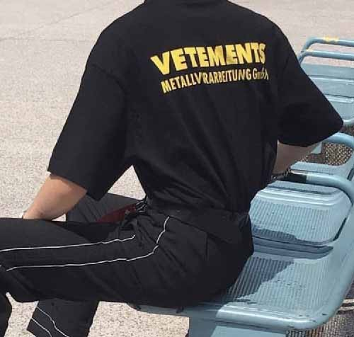 vetements-ywllow-logo-tshirt-6